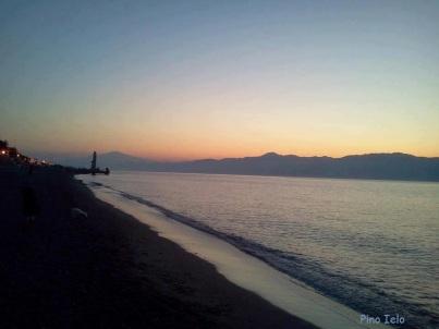 lido-comunale-di-reggio-calabria-tramonto-panorama-etna-654a7665-d7e0-4900-af6d-da00925bebd1
