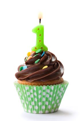 Cupcake decorated with chocolate frosting and a green candle